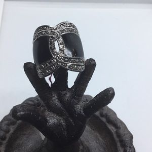 Jewelry - VTG Black Ring With Sliver Tone Cross Over